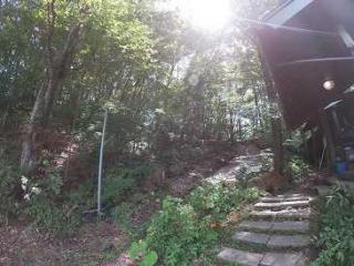 浅間山を一望できる、かくれの丘への入り口です☆