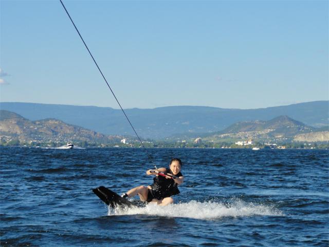 ウェイクボード / 水上スキー イメージ
