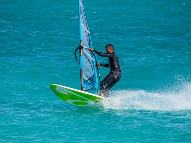 ウインドサーフィン イメージ